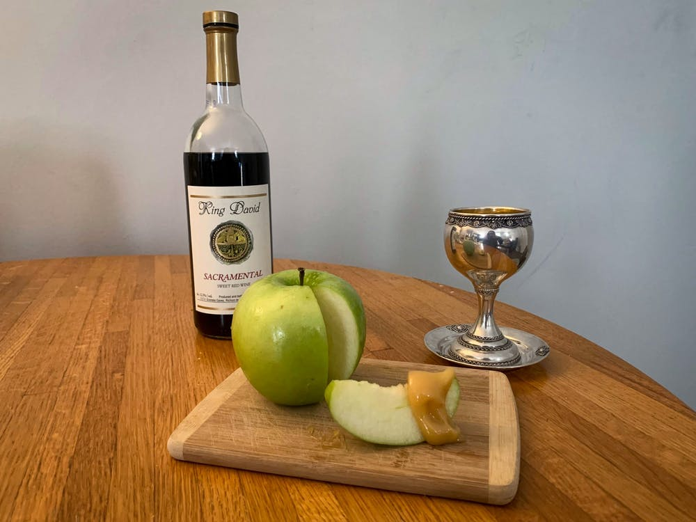 rosh-hashanah-jewish-new-year-apples-honey-sacramental-wine