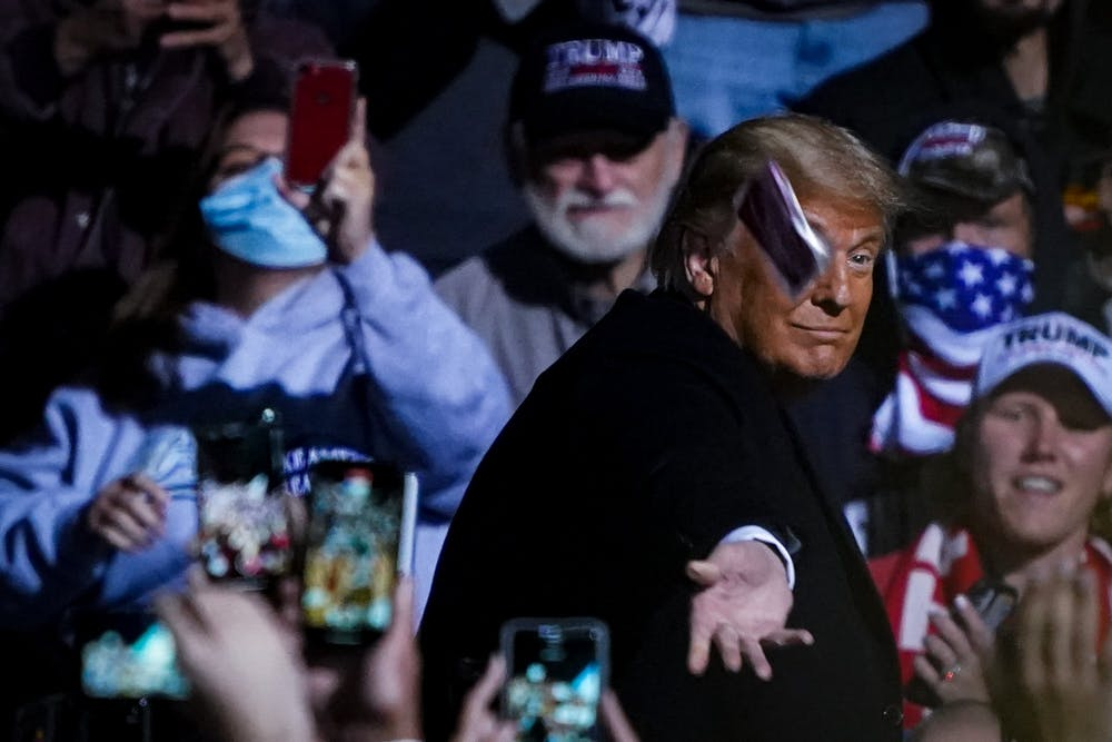 president-donald-trump-johnstown-pa-rally-throwing-mask