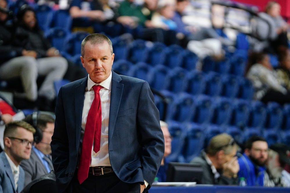 wbb-baskebtall-coach-mike-mclaughlin