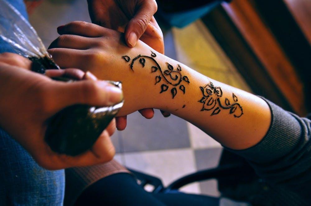 Henna tattoos take over Houston Hall | The Daily Pennsylvanian