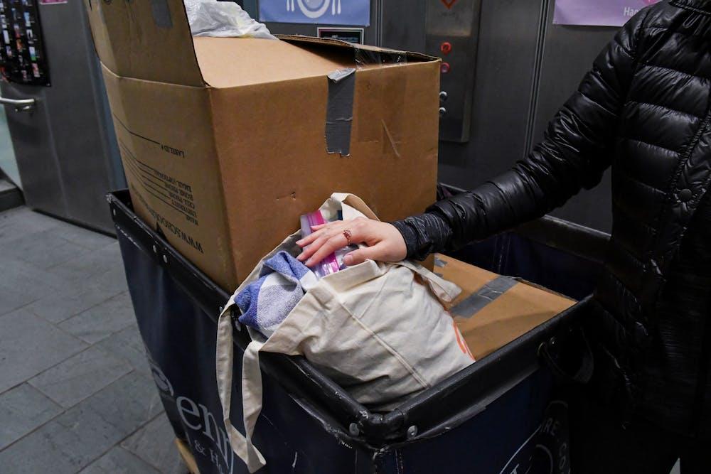 coronavirus-move-out-cart-boxes