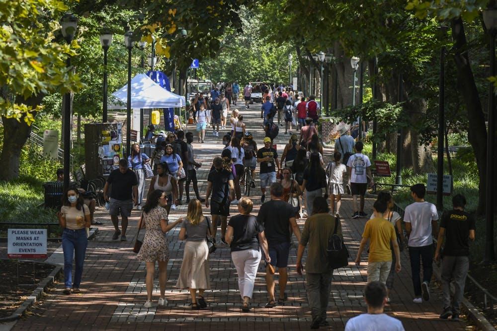 08-24-21-move-in-locust-walk-summer-campus-busy-kylie-cooper
