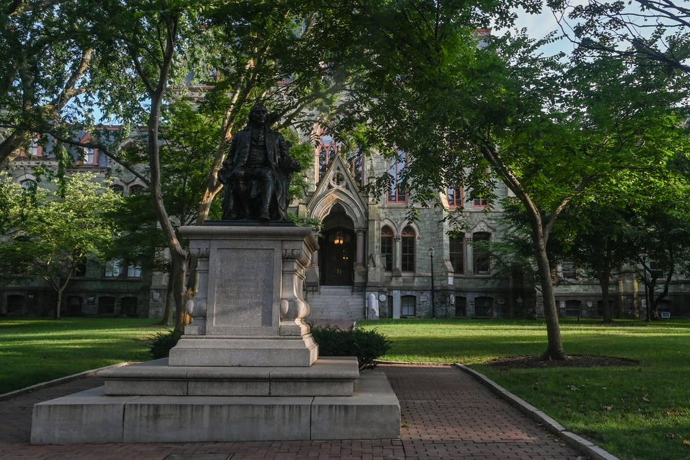 benjamin-franklin-statue-college-hall-penn-campus-summer