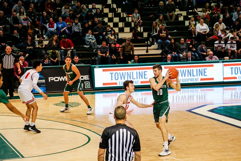 Men's basketball beat Cornell and Columbia on the road this weekend.