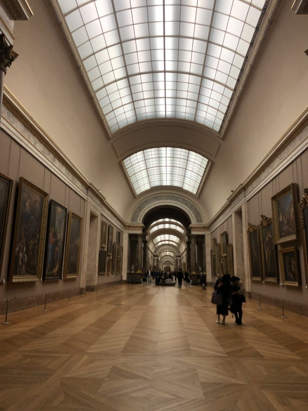 louvre-hallway
