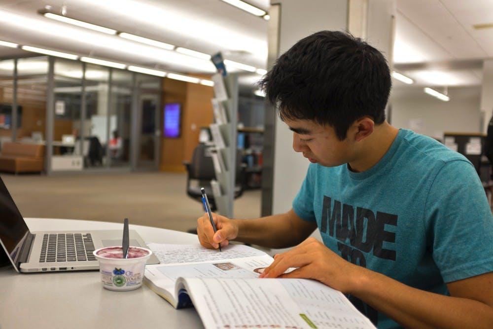 10-24-14-mirror-student-in-library-danny-kim