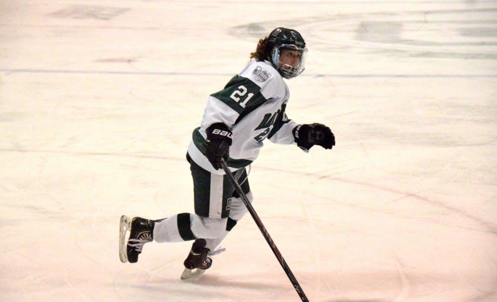 1-6-16-sports-womenshockey3-annieduncan
