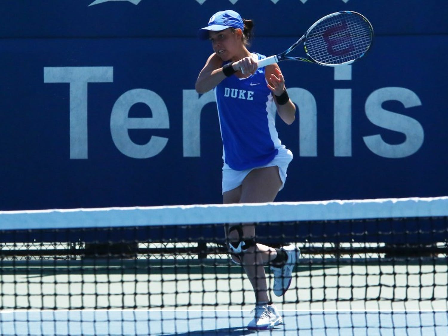 Beatrice Capra fought a tough three-setter but lost the decisive match to Ronit Yurovsky as Duke dropped a 4-3 decision to Michigan Wednesday afternoon.