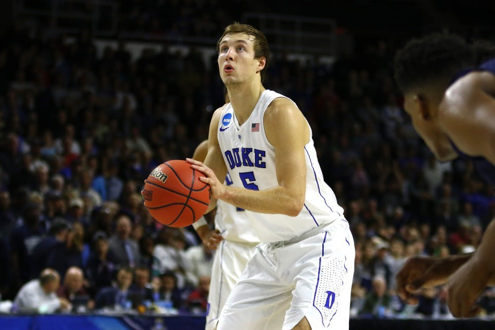 <p>Luke Kennard and the Blue Devils closed out the win from the free-throw line.</p>
