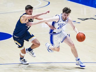 Matthew Hurt kept the Blue Devils afloat early with his 3-point shooting.