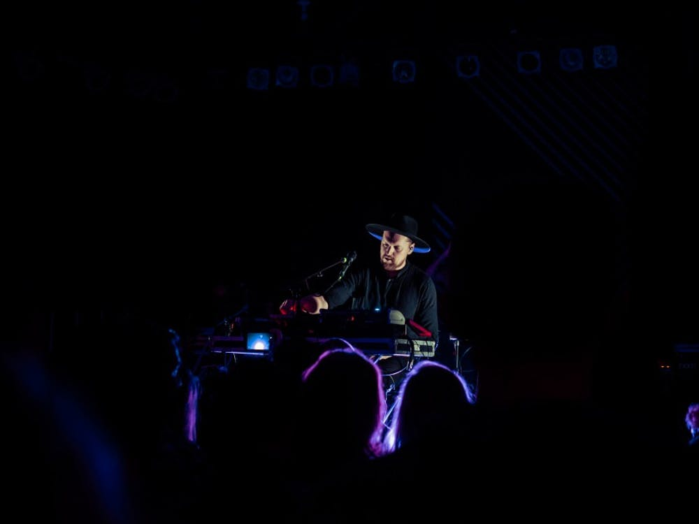 SOHN's gorgeous vocals kept the audience engaged in the reverieof his music.