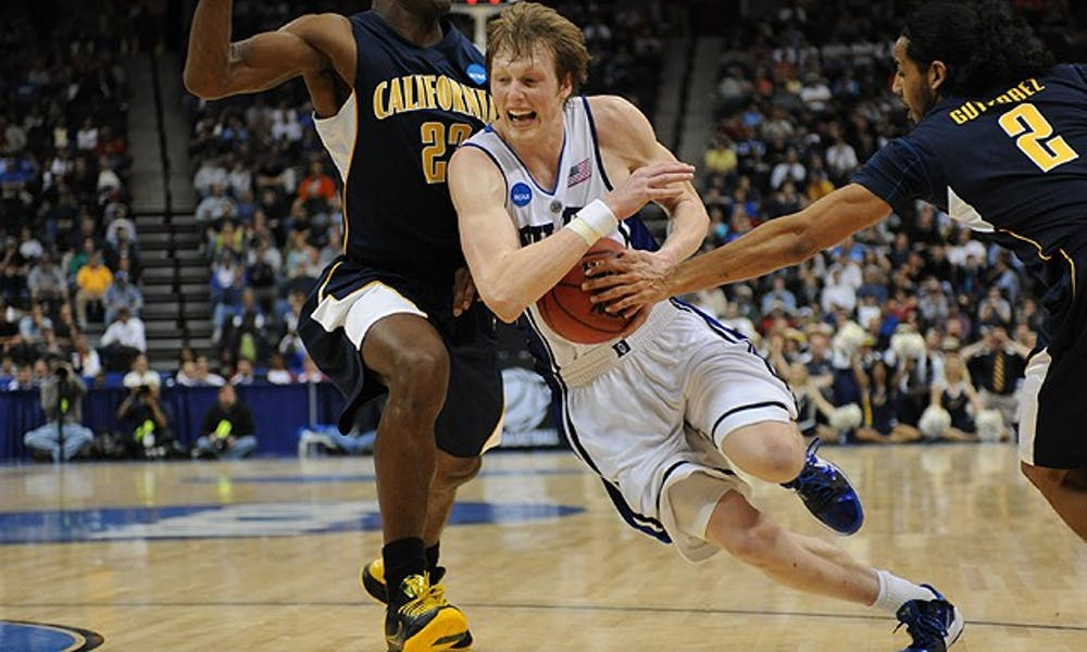 Kyle Singler shot poorly from the perimeter against California but found some success getting to the rim. Singler, a junior, finished with 17 points against the Golden Bears.