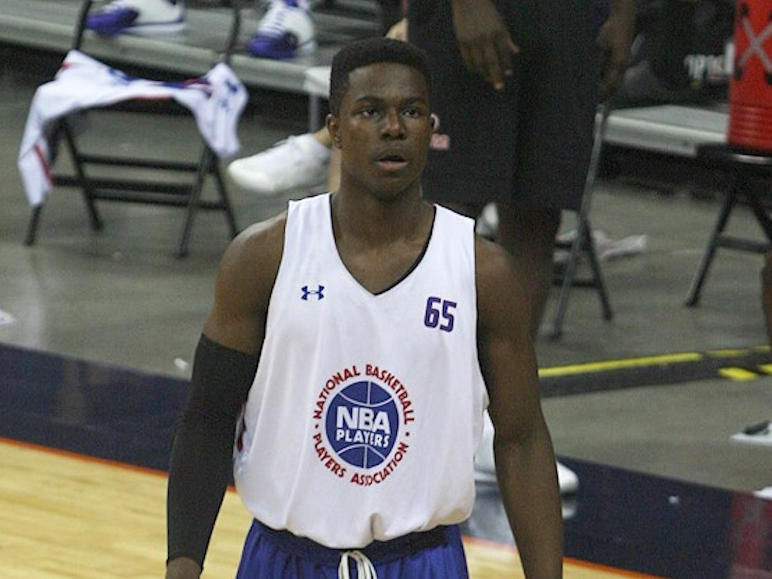 After an in-home visit from Duke basketball head coach Mike Krzyzewski, Semi Ojeleye committed to the Blue Devils on Sunday.
