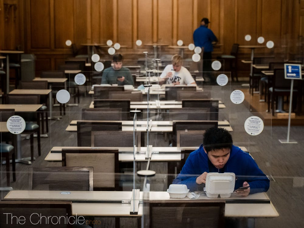 <p>Duke Dining has put up plexiglass barriers on Marketplace tables, a move designed to provide more indoor seating as the weather gets colder and the time change approaches.&nbsp;</p>