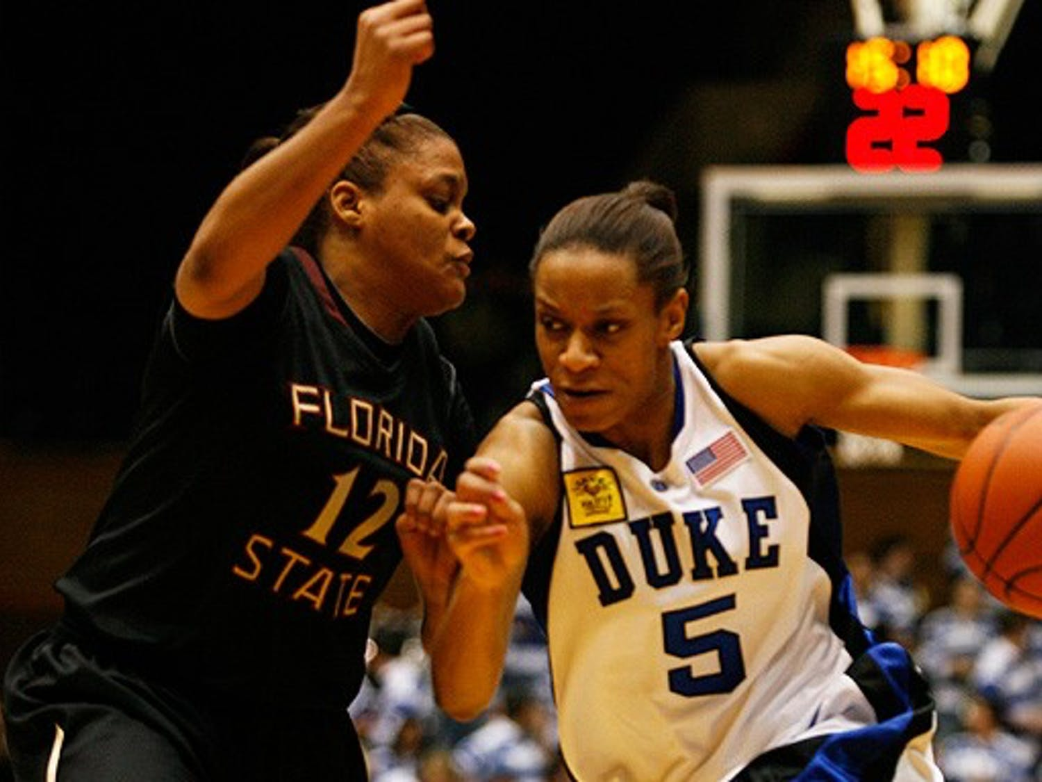 Jasmine Thomas's 23 points in Duke's easy victory contrasted sharply with the offensive play of her teammates.