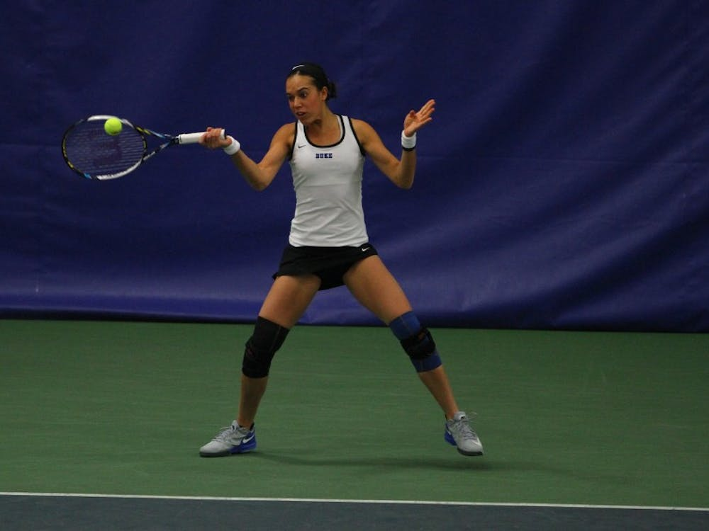 Beatrice Capra fought back from a 4-1 first-set hole to claim a 7-5, 6-3 victory in her singles match Sunday.
