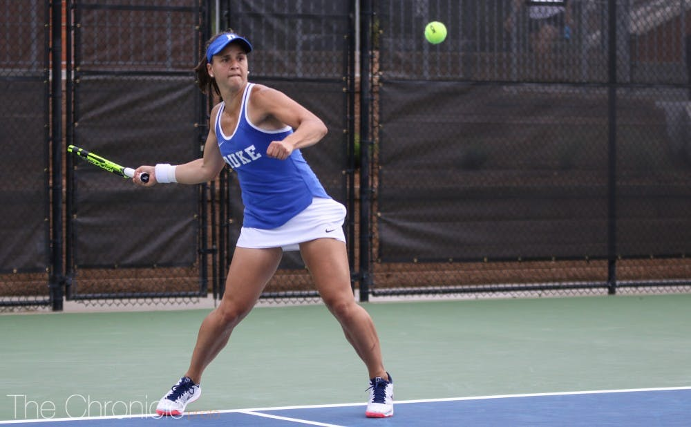 <p>Samantha Harris won her first singles match since April 22, Monday, but it was not enough for the Blue Devils.</p>