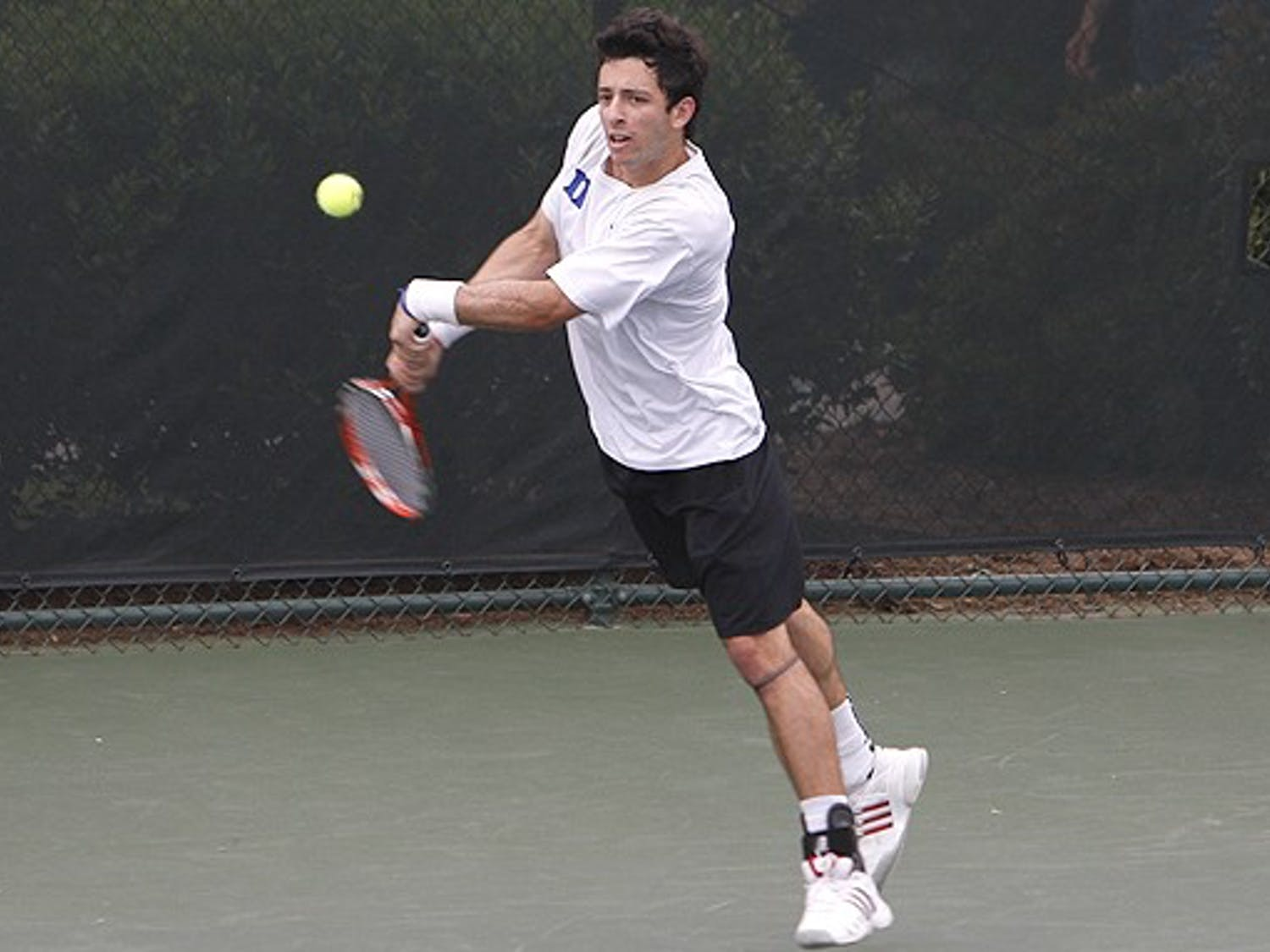 Freshman Henrique Cunha's 18th consecutive win at No. 1 singles, against Virginia's Michael Shabaz, kept his undefeated conference record intact.