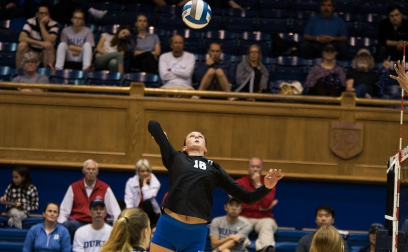 Cadie Bates' 18 kills were not enough to lift Duke past Syracuse.