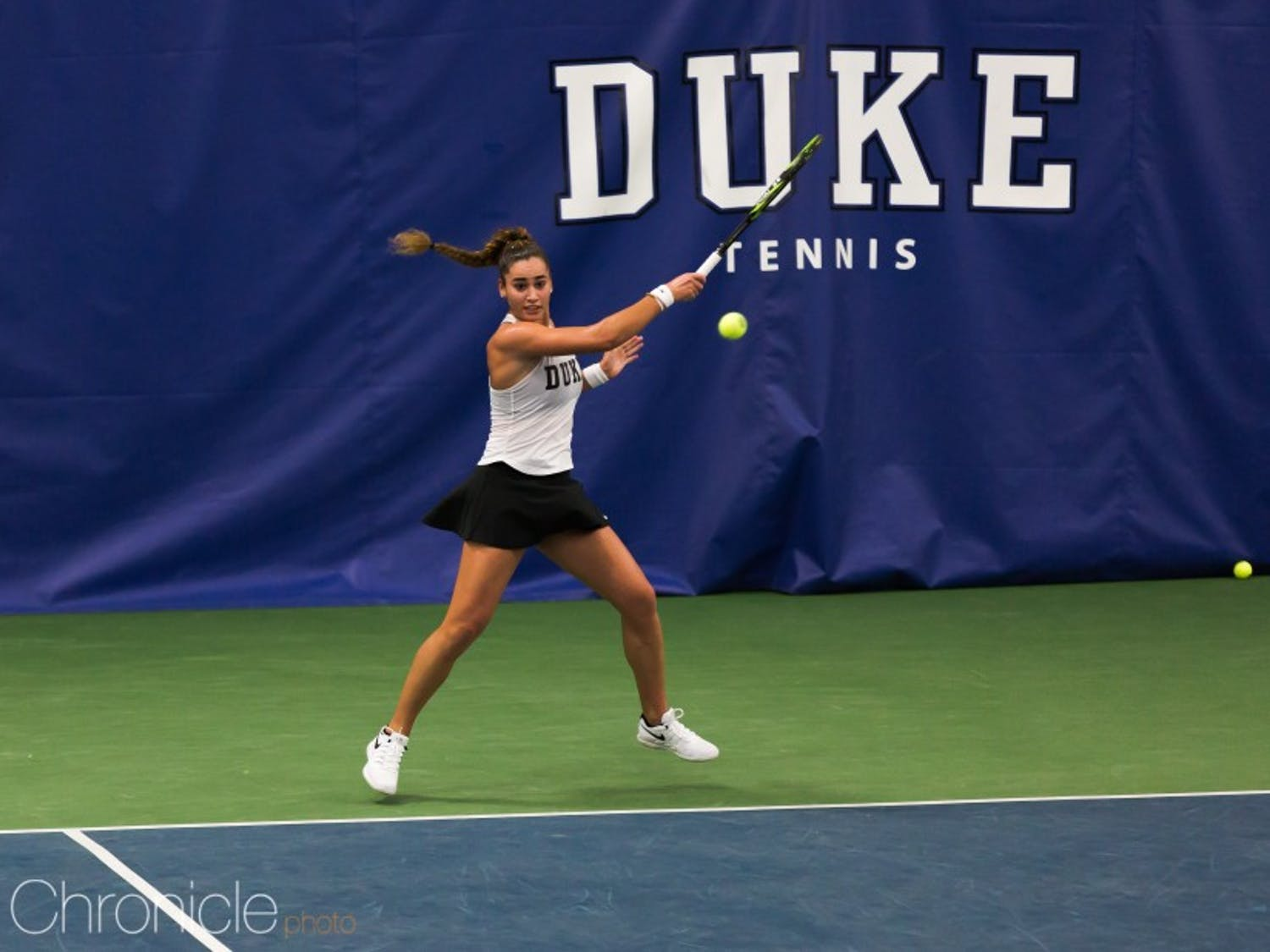 Maria Mateas cruised to a straight-set victory against a top-10 opponent Wednesday.