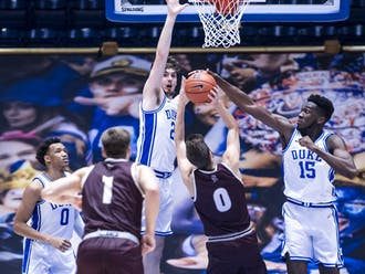 Mark Williams (right) overpowered Bellarmine with his 7-foot-4 wingspan.