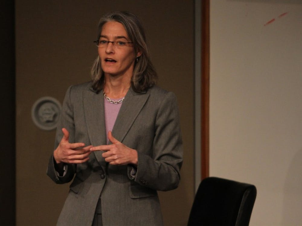 Dean of Academic Advising Elizabeth Fox addressed the Senate about the state of the advising program.