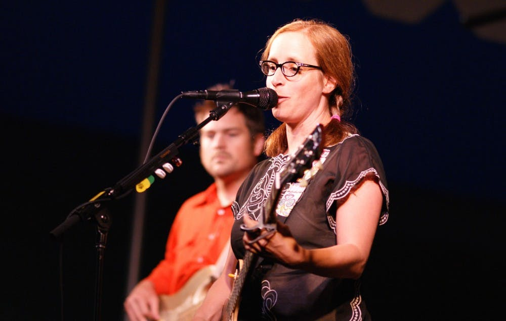 """<p>Laura Veirs' """"The Lookout"""" strips away all the unnecessary elements of her past albums, leaving only what is absolutely needed.&nbsp;</p>"""