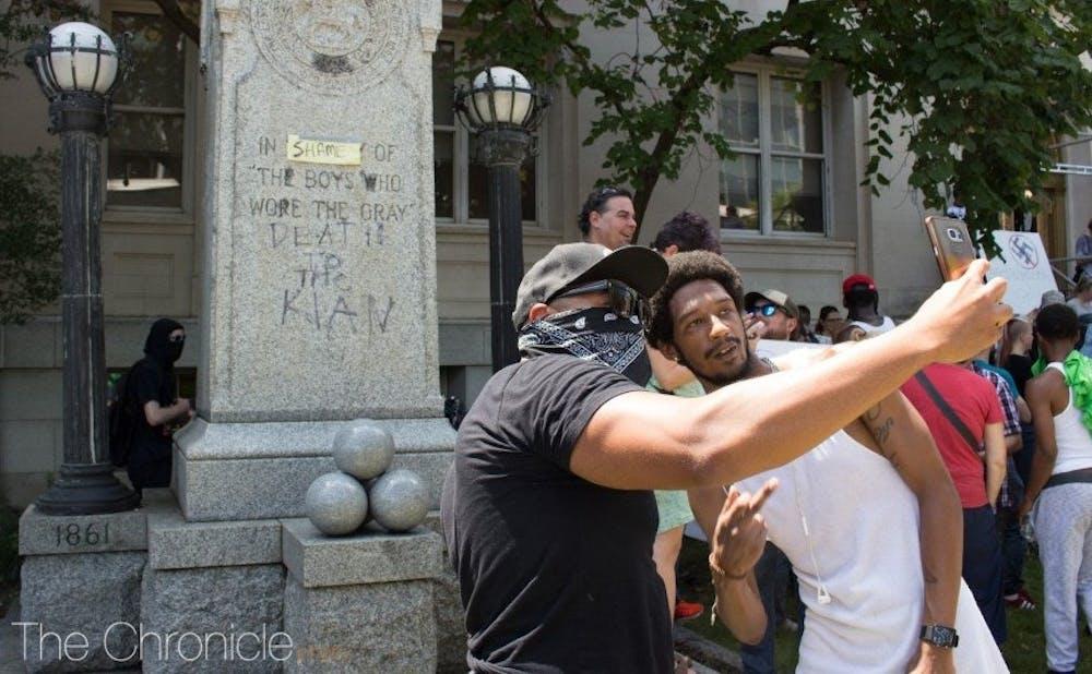 proteststatue-chronfilephoto