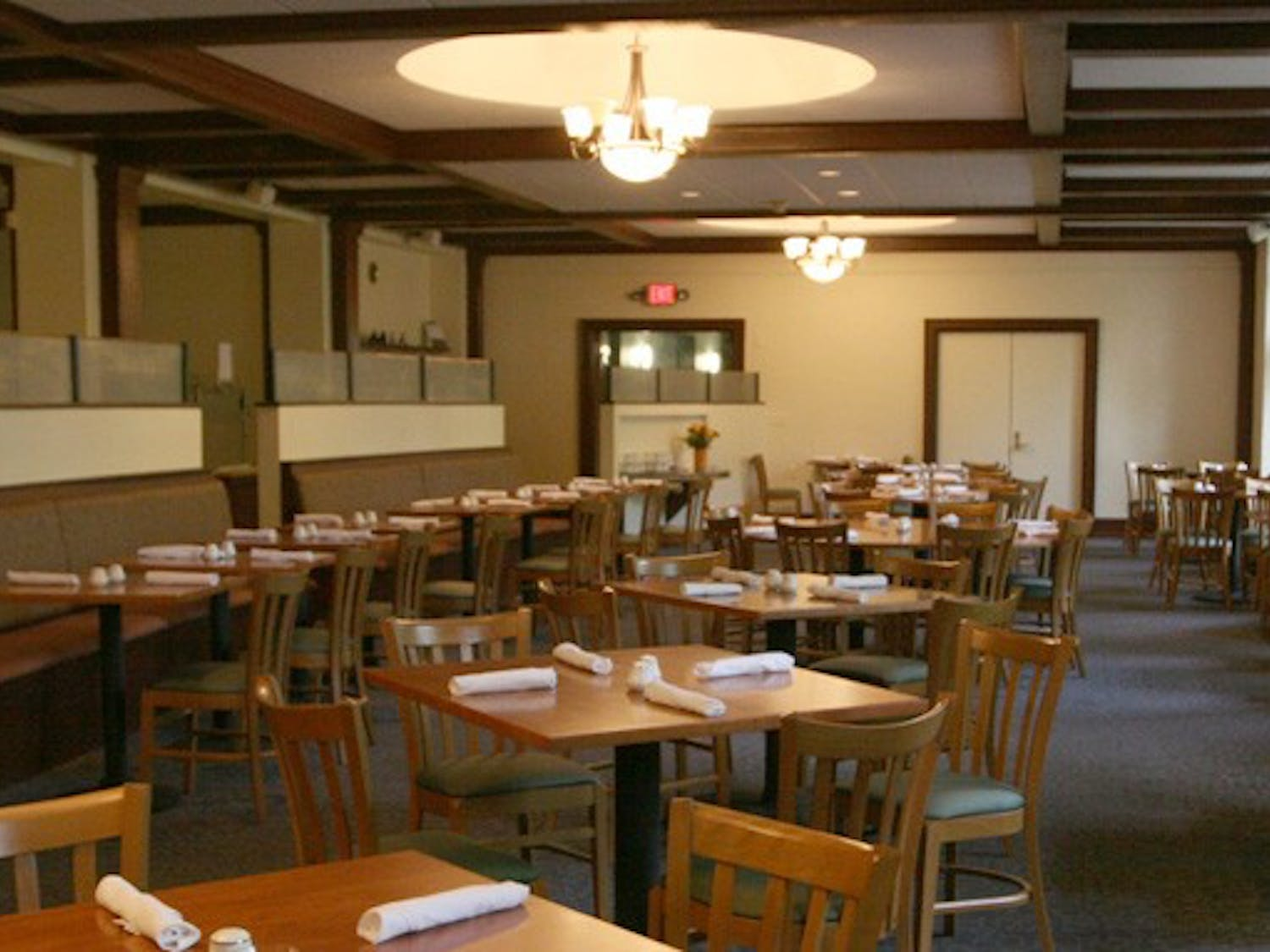 The Faculty Commons will once again host the Faculty Lunch program after budget strains closed its service last year. The eatery provides a calm environment free of excessive noise, students say.