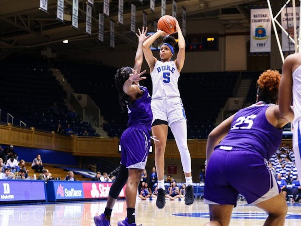 Leaonna Odom's impressive night was marred by a late traveling violation.