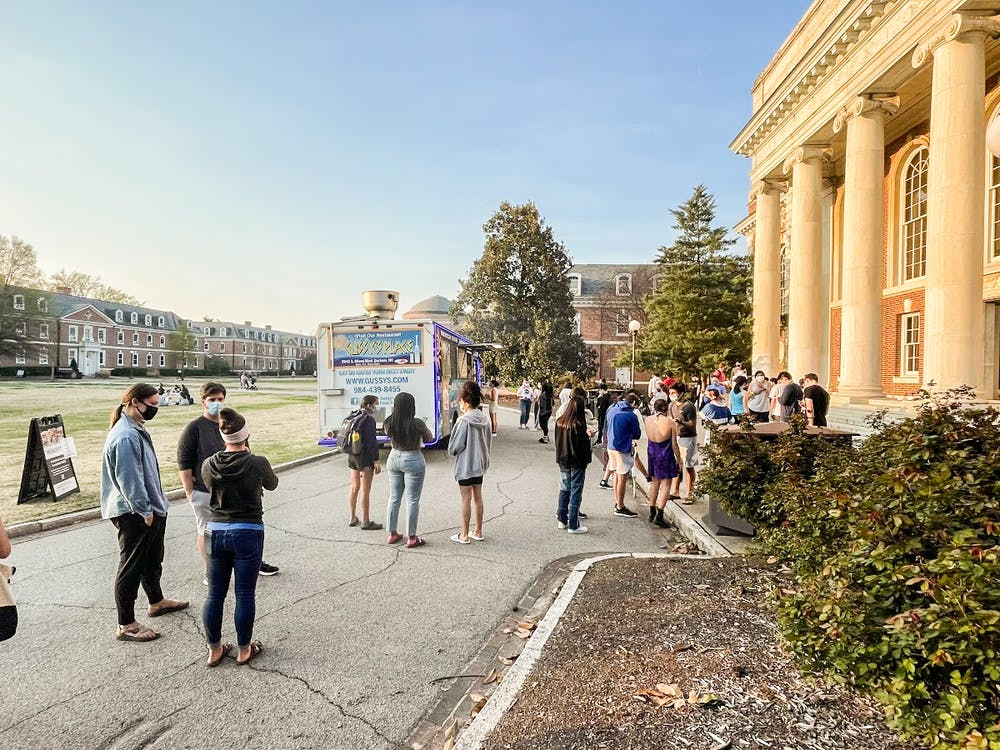 <p>With Marketplace closed, students wait for food at a food truck on East Campus.</p>