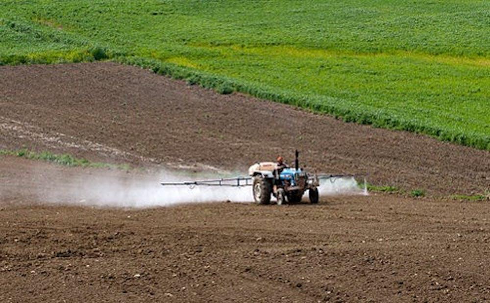 pesticides_application_04