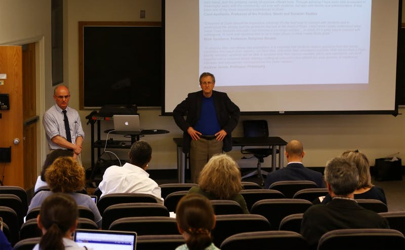 Dean Steve Nowicki presented about the proposed undergraduate advising changes to give students more attention at Thursday's meeting.