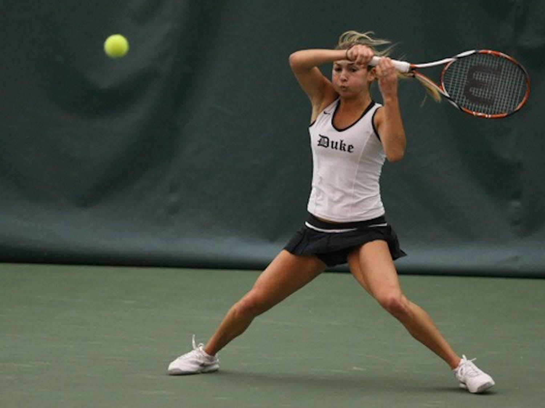 Playing against 22nd-ranked Olivia Janowicz, sophomore Mary Clayton won 6-3, 6-3.