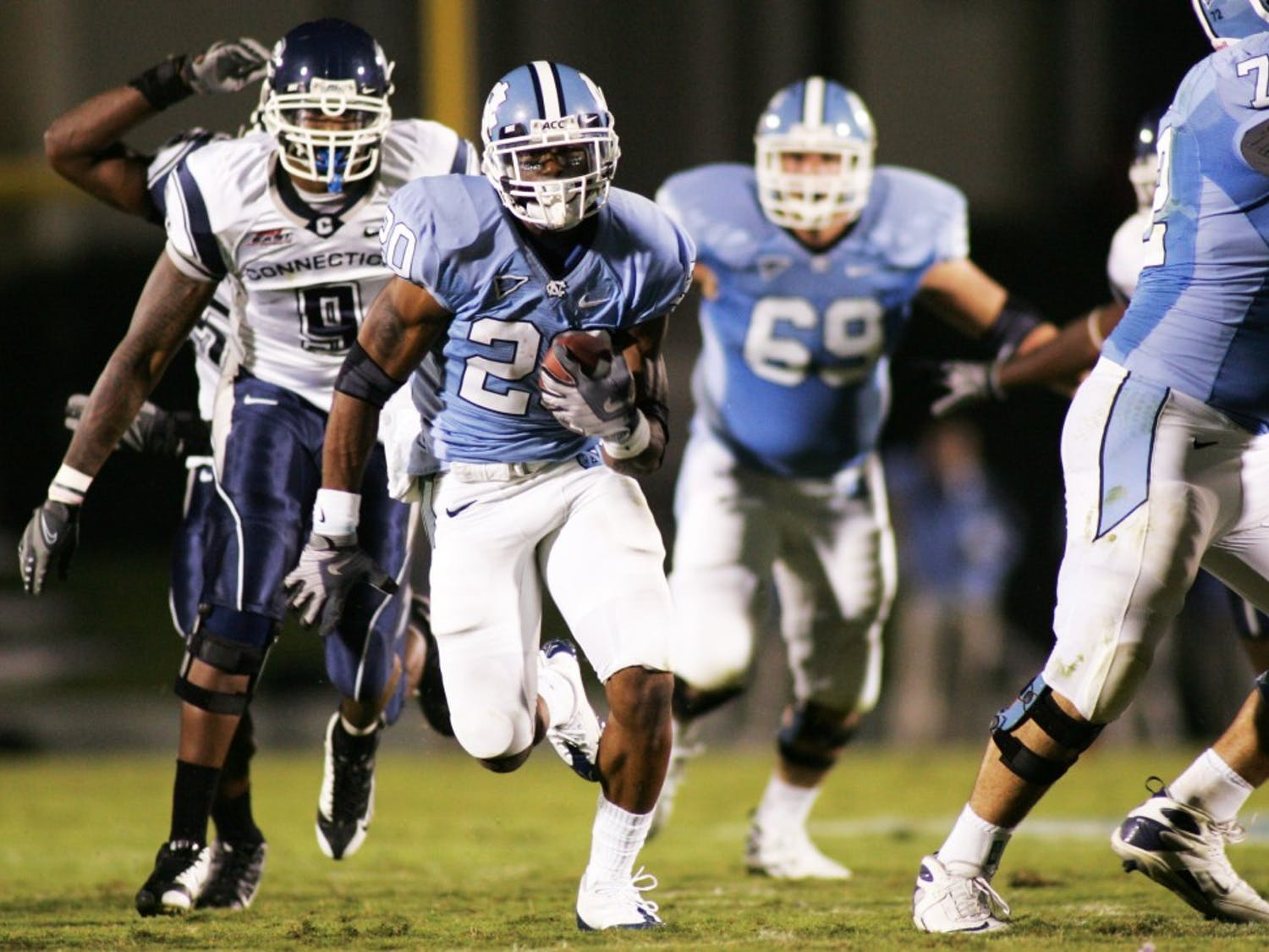 """Shaun Draughn scored UNC?s third touchdown of the night on this 39-yard run in the third quarter. The sophomore"""" who played safety last year had 109 yards on 19 carries and never lostyards against the Huskies. ?Ever since I moved to running back I?ve been having fun? Draughn said."""