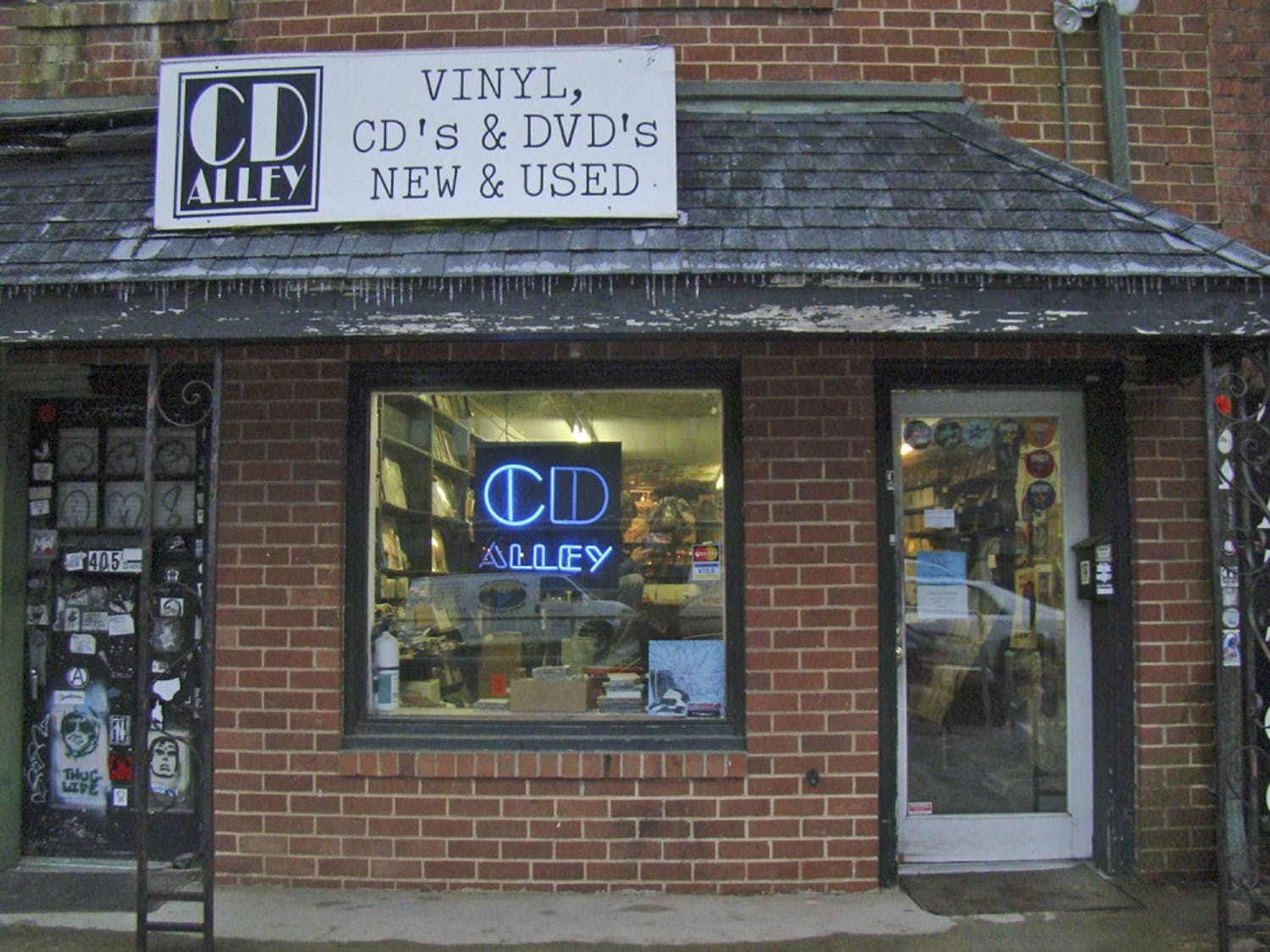 Schoolkids Records is making a comeback to Chapel Hill. Originally getting its start in the '80s and then moving to Raleigh, Schoolkids will be opening a 2nd location back in its hometown, taking over the location of CD Alley on Franklin St.