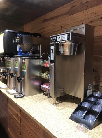 Photo of beverage areas in Lenoir Dining Hall without disposable, hot-beverage cups.
