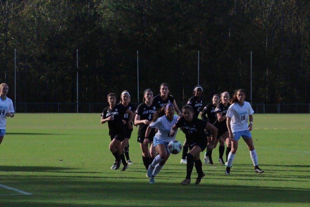 No. 2 women's soccer falls to Santa Clara, 1-0, in first loss of 2018 season