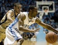 Wayne Ellington (22) attacks the basket.