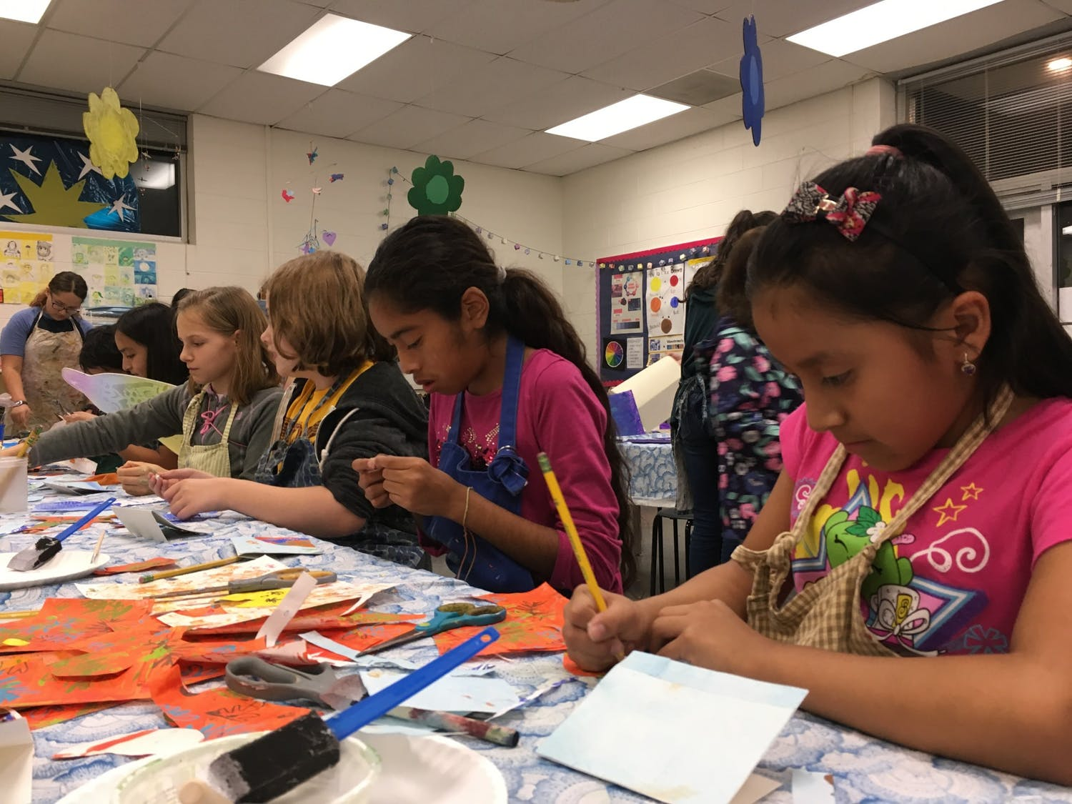 Mariposas students create collages at Frank Porter Graham Bilingue Elementary School. Photo courtesy of Peg Gignoux.