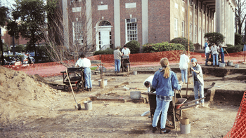 During the Graham Memorial site work in 1993–94, students and faculty conducted their work as an archaeological field school. Photo courtesy of Research Laboratories of Archaeology, UNC-Chapel Hill.