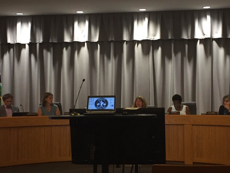 Council Members and Chapel Hill Mayor Pam Hemminger host aTown Hall meeting to hear progress on teEphesus-Fordham development, asemi-annual UNC report.