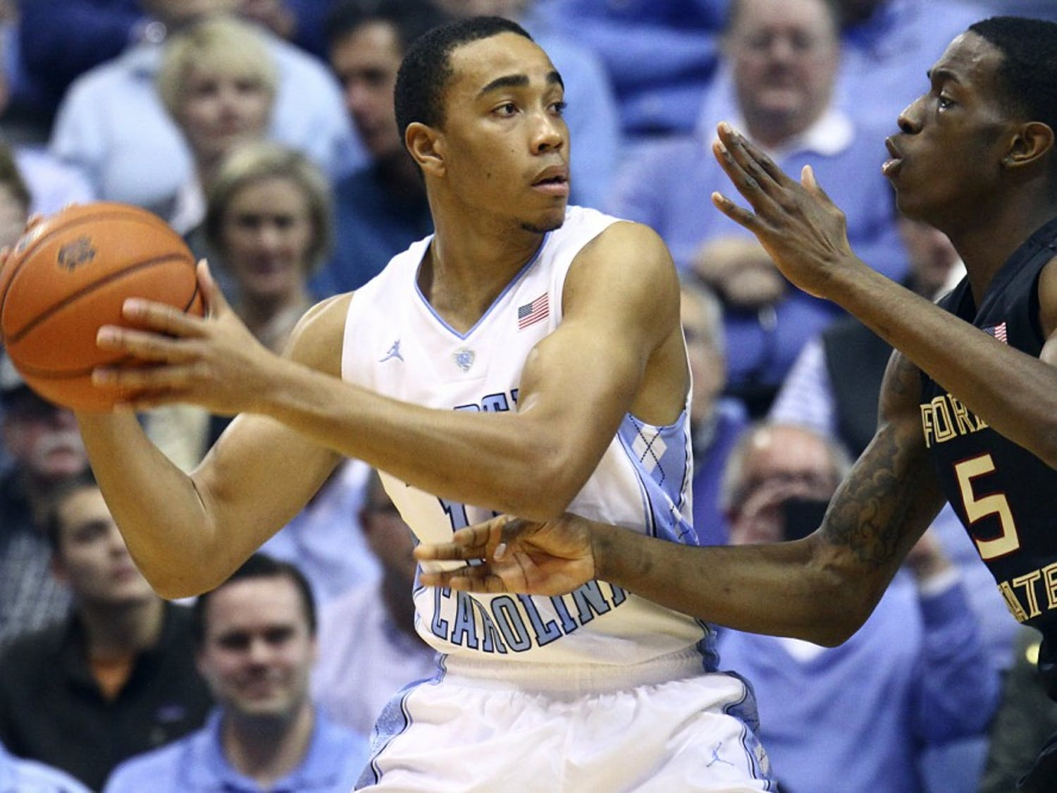 Brice Johnson (11) looks to pass around Florida State's Jarquez Smith (5).