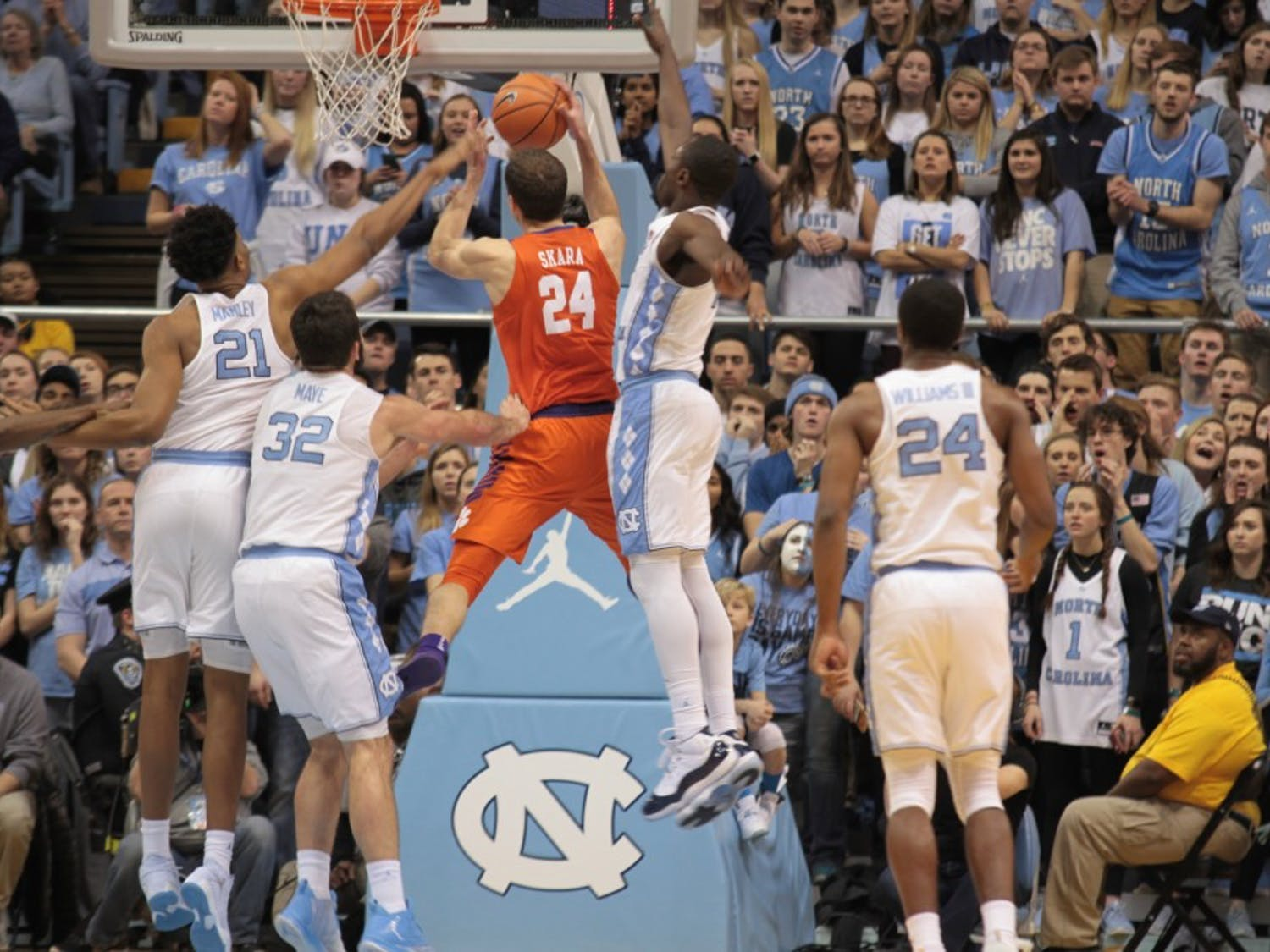 The No. 15 North Carolina men's basketball team won its 59th straight home game over No. 20 Clemson, keeping in place a historic winning streak that's been around since the presidency of Calvin Coolidge.