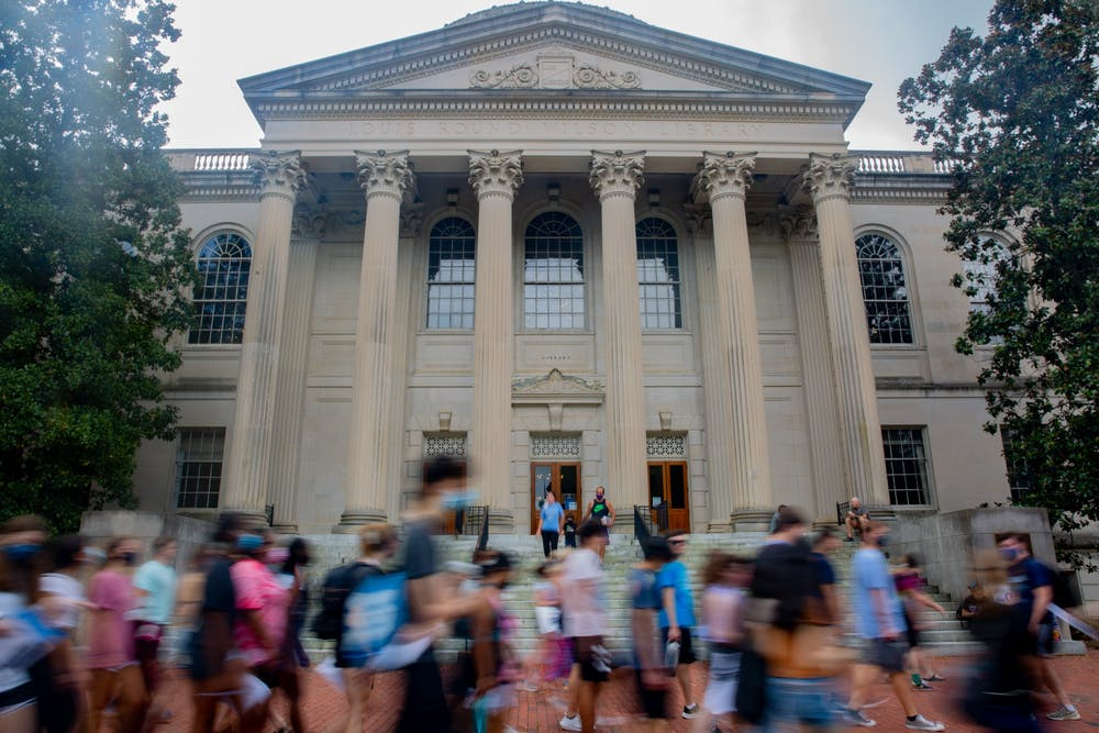 Students walk past Wilson Library on Monday, Aug. 16, 2021.
