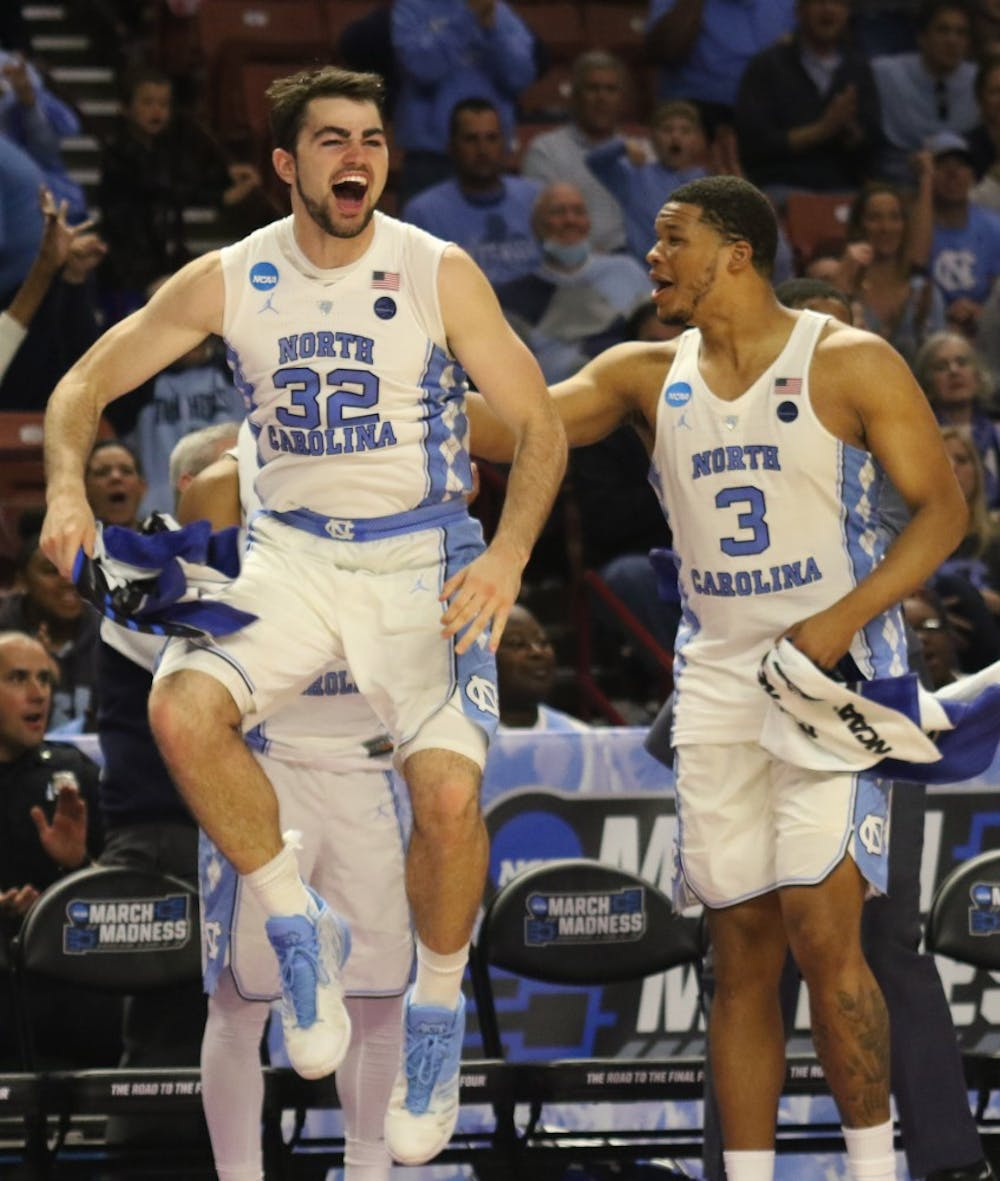 Luke Maye's buzzer beater sends UNC men's basketball to Final Four in win over Kentucky
