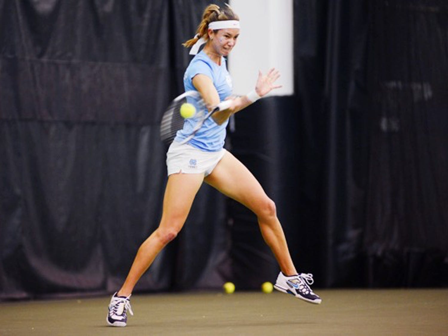 UNC Senior Zoe De Bruycker returns the ball in her doubles match against Collins/Janowicz.