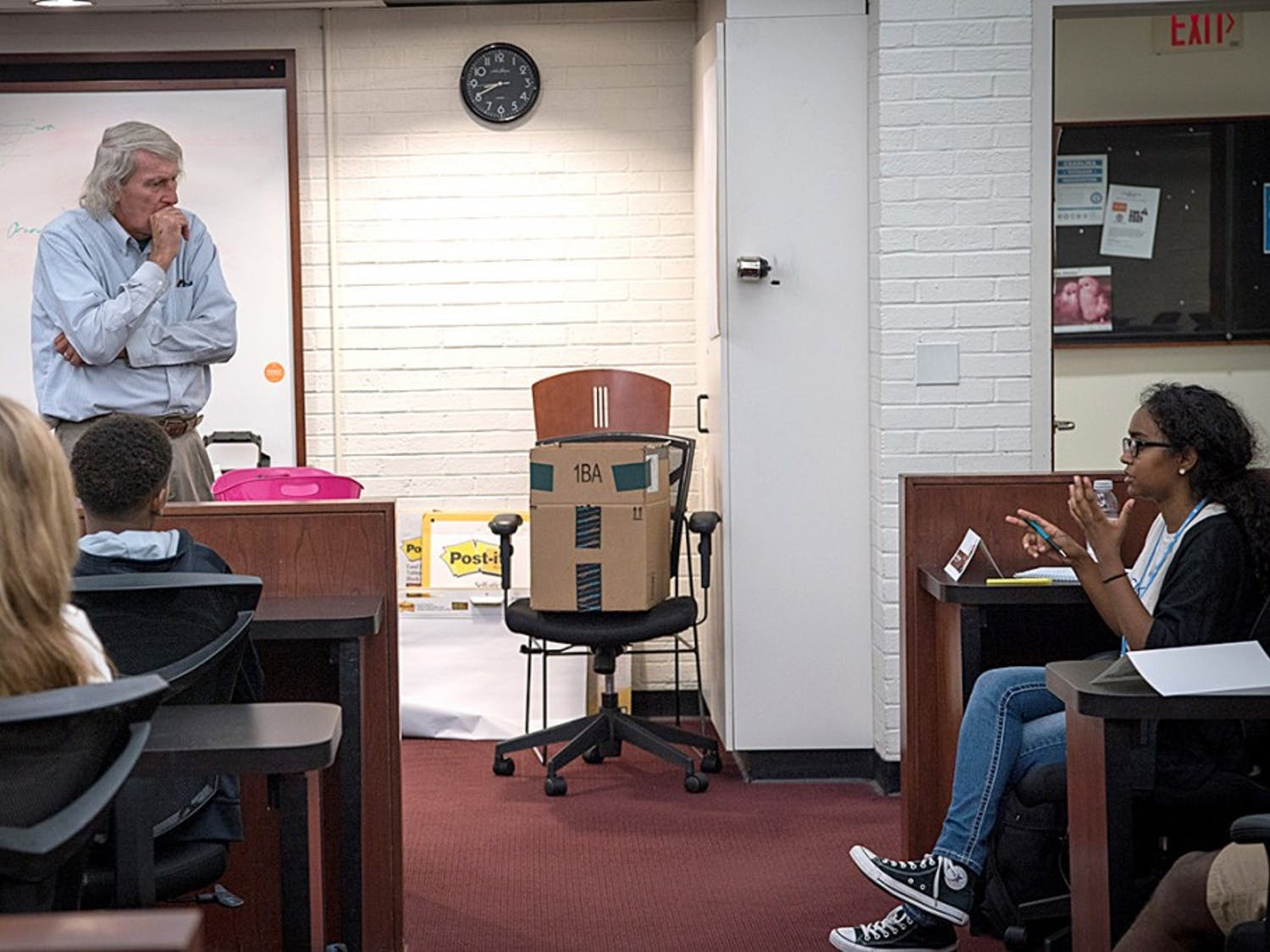 Professor Mike Yopp answers a student's question during the Chuck Stone Program for Diversity in Education and Media, summer 2016. Photo courtesy of the Chuck Stone Program.