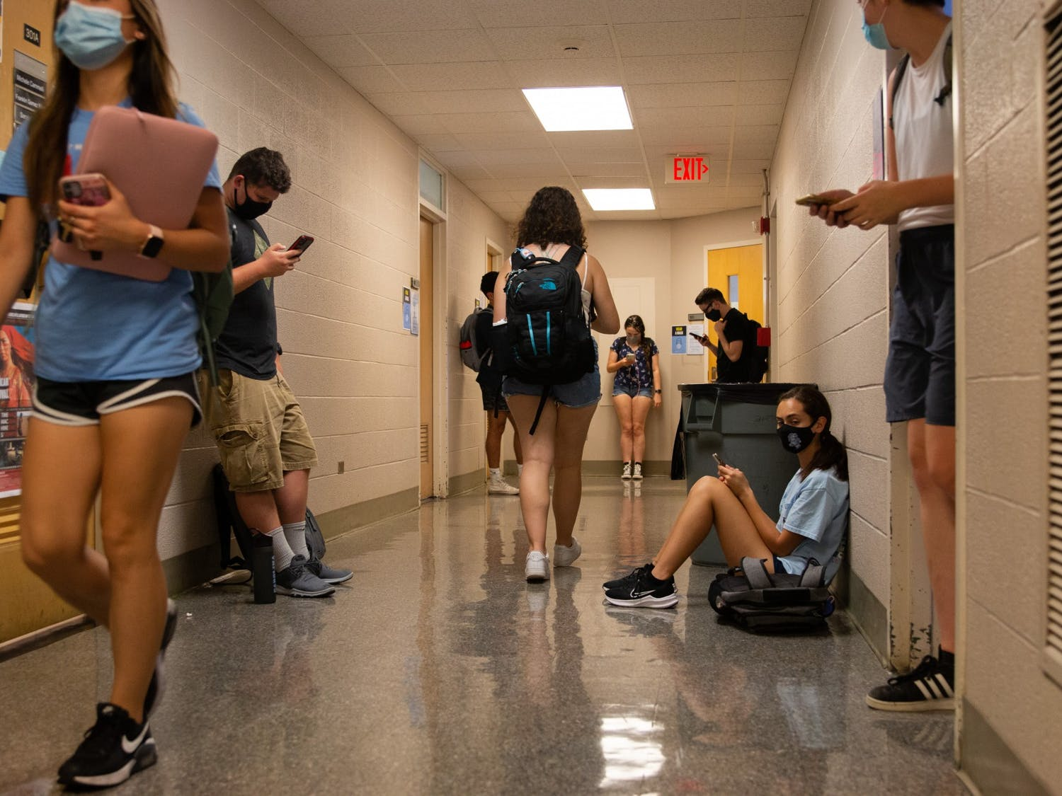 Students move from class to class in Dey Hall on Aug. 30, 2021. As UNC returns to in-person learning, it seems they've reverted the attendance policy---students again have to prove illness or a family situation that falls under University Approved Absence guidelines in order to miss class without penalty.