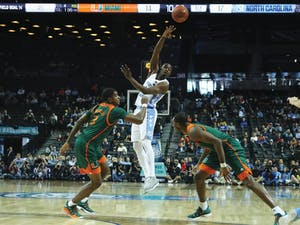 North Carolina wing Theo Pinson (1) throws a pass over Miami defenders in the quarterfinals of the ACC Tournament in Brooklyn, N.Y. on Thursday.